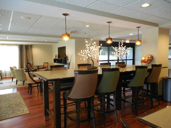 Hampton Inn Clemson-University Area: Lobby and Dining