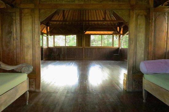 Bali Mountain Retreat: Yoga/ dance  room---