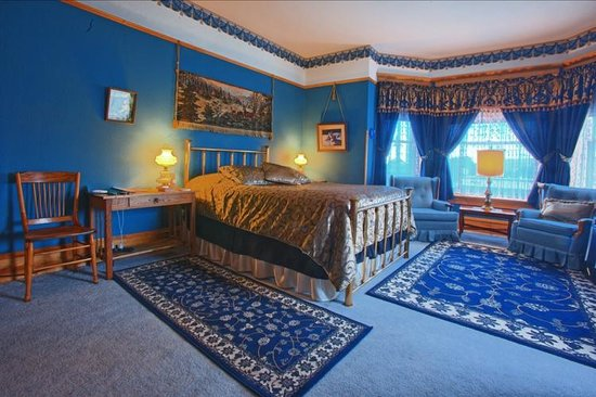 Ferris Mansion Bed and Breakfast: Blue Room