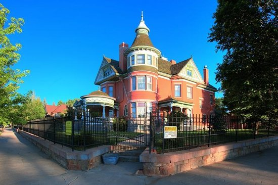 Ferris Mansion Bed and Breakfast: The Mension
