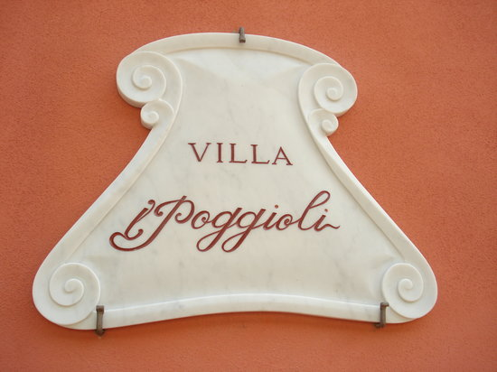 Villa I Poggioli: Insegna, iscrizione su marmo