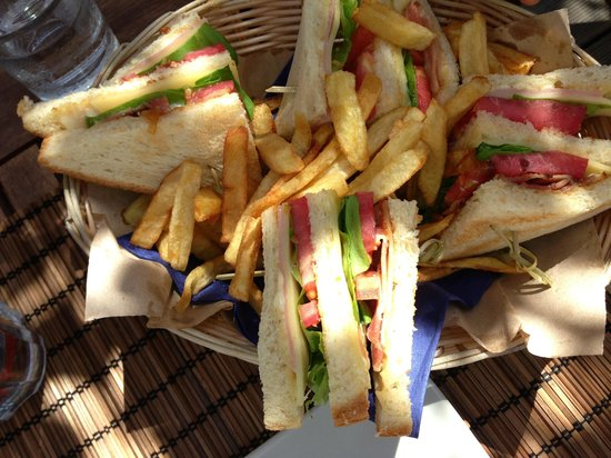 Mystique Beach Bar Restaurant: Club sandwich on the beach