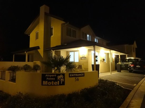 Airport Palms Motel: Exterior