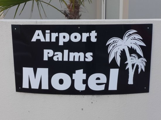 Airport Palms Motel: Sign