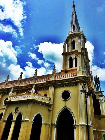 Bangkok Walking Adventures - Day Tours: Towering towards God.