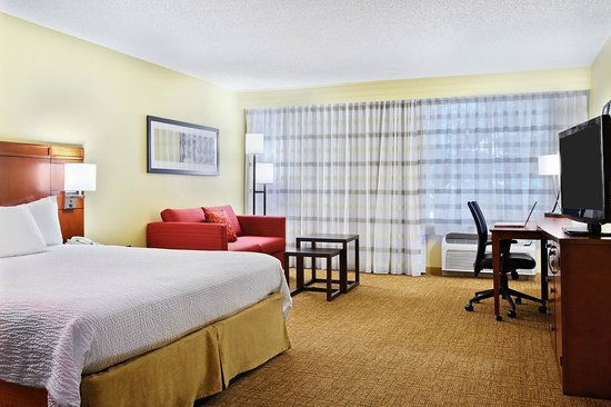 Courtyard by Marriott Houston Brookhollow: Large King Guest Room
