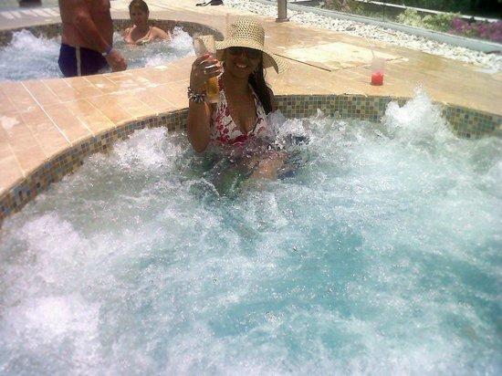 Hotel Tamaca Beach Resort: Jacuzzi