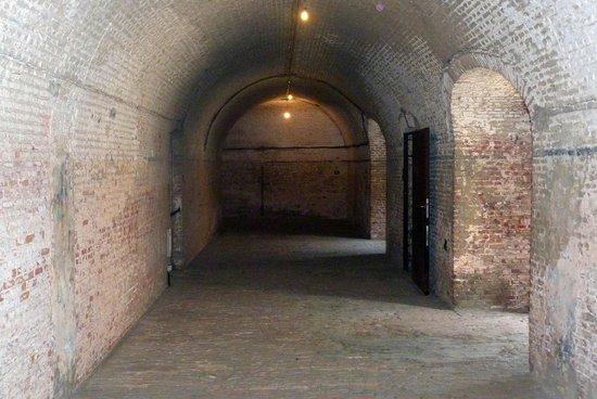Fort Napoleon : Inside the bastion - main hallway