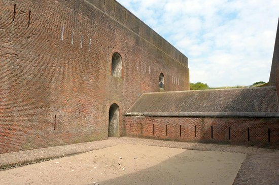 Fort Napoleon : Outer 'mote' with enclosed parapet