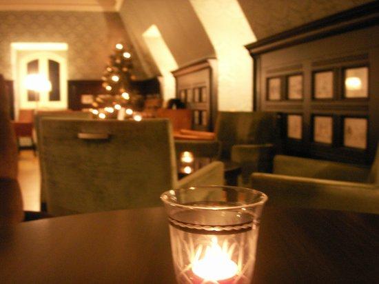 Clarion Collection Hotel Savoy: la salle du dernier etage : diner du soir et thé toute la journee
