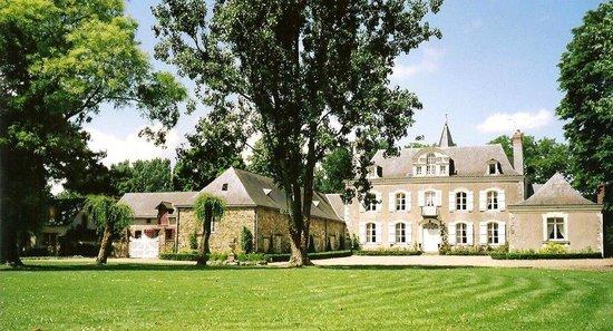 facade du Chateau de La Montchevalleraie, chambres d'hôtes en Anjou