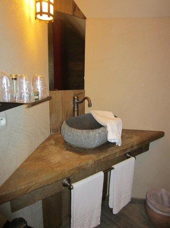 la salle de bains photo de h tel les iles de clovis les epesses tripadvisor. Black Bedroom Furniture Sets. Home Design Ideas