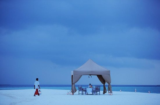 Cocoa Island by COMO : Tented Dinner