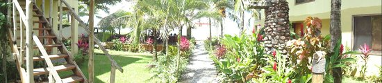 Sandpiper Hotel: Walkway to the beach in Hotel