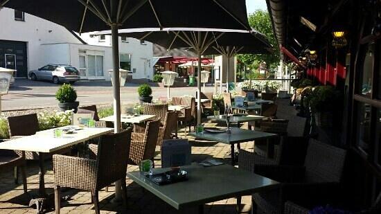 Hotel Restaurant Slenaker Vallei: outside eating area