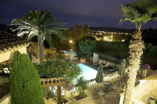 Hotel La Grande Bastide : View from our room (room 15) at night