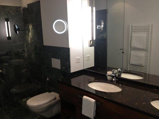 Waldhotel Davos: Nice bathroom
