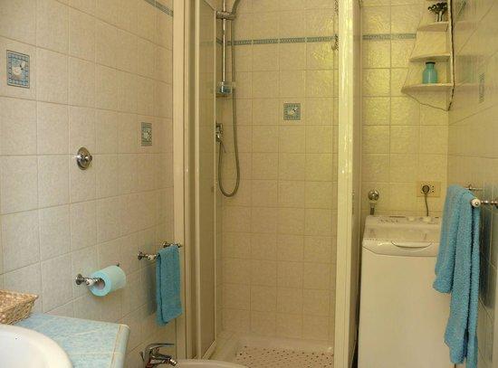 Bed & Breakfast Peger Longo: bagno con doccia