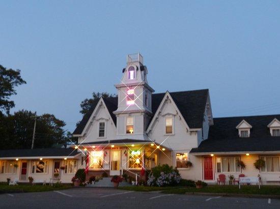 Lakelawn B&B Motel: Beautiful setting