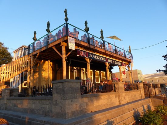 Governors Pub & Eatery : Outdoor Patios