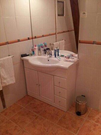Le Vieux Relais: lavabo salle de bain