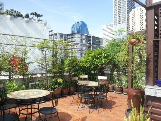 Baan Sukhumvit Inn Soi 18: nice terrace