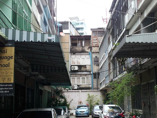 Baan Sukhumvit Inn Soi 18: the road to baan