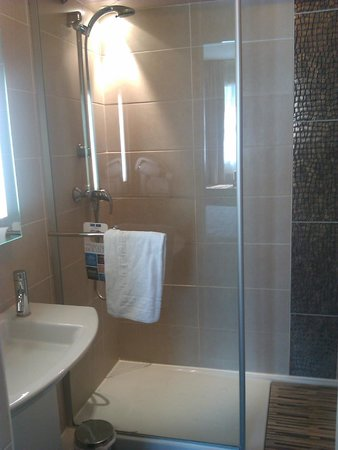 هوتل كيرياد مونبلييه سنتر: baño