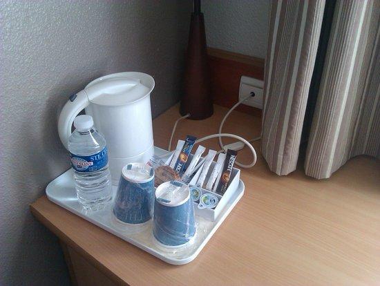 Kyriad Montpellier Centre - Antigone: calentador de agua en la habitación