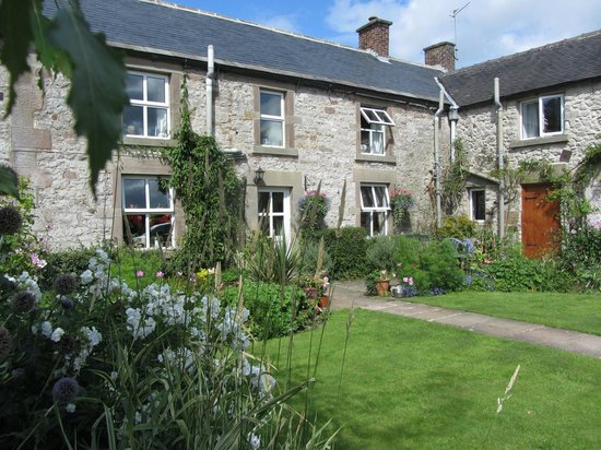 Townhead Farmhouse Bed and Breakfast: Townhead on a sunny day