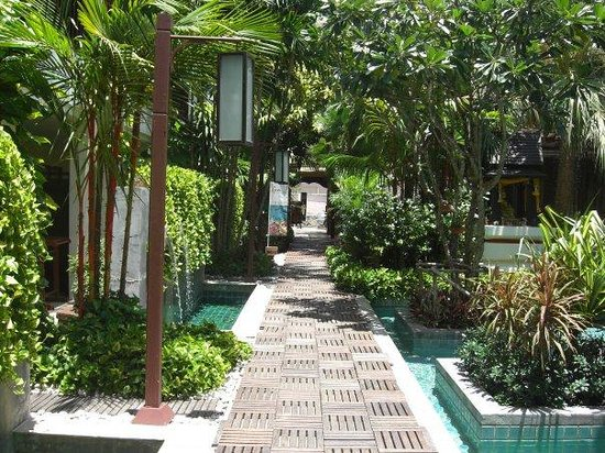Burasari Resort: Burasari walkways