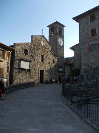 Holiday House Il Borgo dei Corsi: La chiesetta in piazzetta