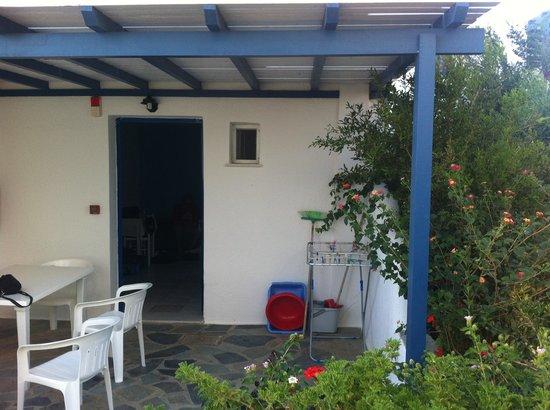 Coralli Beach Apartments: Nostro appartamento a piano terra con accesso diretto al giardino