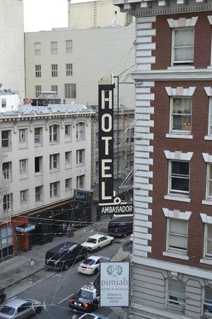 Hotel Bijou: La rue qui est bruyante