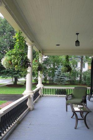 Carriage House Inn : Entrance
