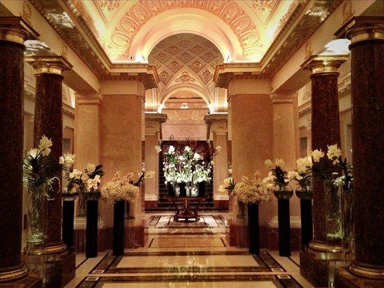 Four Seasons Hotel Lion Palace St. Petersburg: Lobby