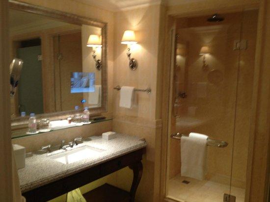 Four Seasons Hotel Lion Palace St. Petersburg: Bathroom