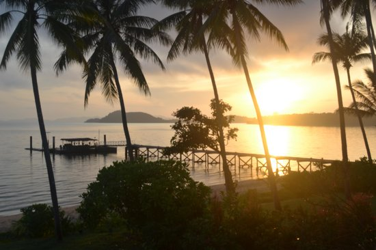 The Village Coconut Island Beach Resort: sunrise from our villa :)