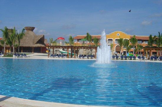 Hotel Barcelo Maya Beach: Piscina 4