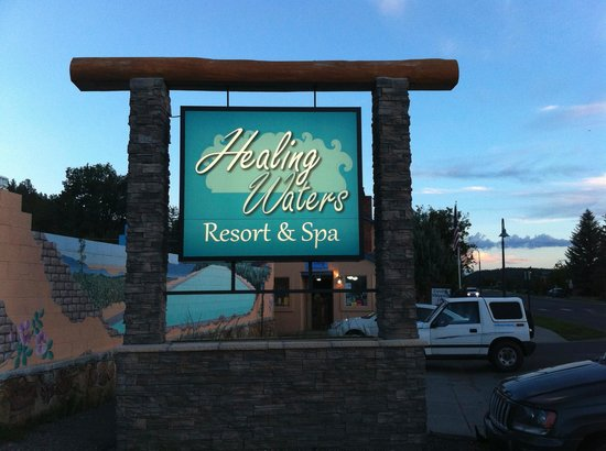 Healing Waters Resort & Spa: Front entrance