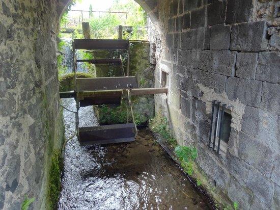 Le Moulin Des Poetes: La roue à aubes