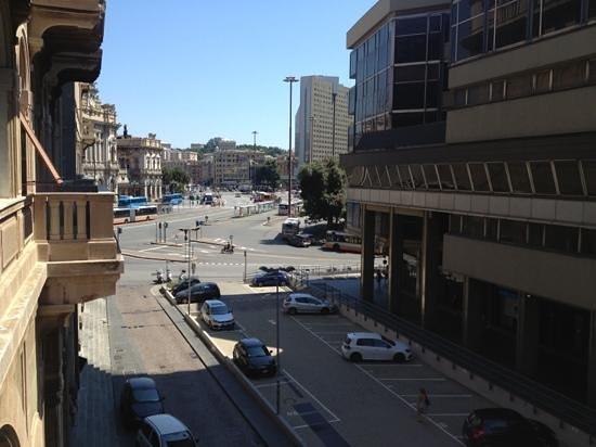 Hotel Brignole : balkondan istasyon