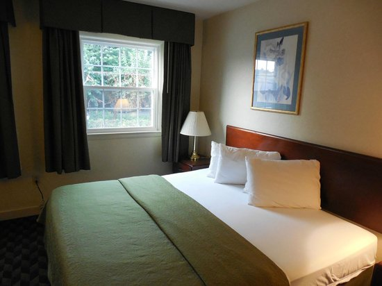 Governor House Inn: Clean sheets and pillows are a minimum