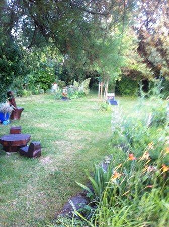 Jardin magnifique picture of auberge du centre chitenay for Auberge du jardin
