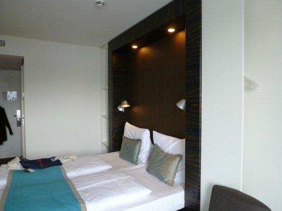 Motel One Salzburg: Bettbeleuchtung