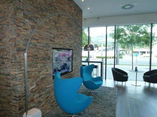 Motel One Salzburg: Eingangsbereich