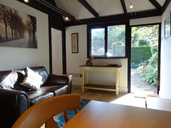Bothy in Grayshott: Lounge in suite at our  B & B in Hindhead near Grayshott