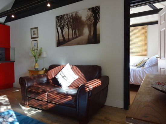 Bothy in Grayshott: Bothy Lounge and Bedroom at our B & B in Hindhead near Grayshott