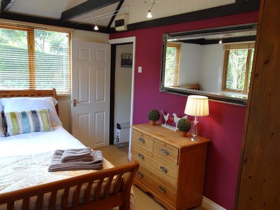 Bothy in Grayshott: Bedroom at our  B & B in Hindhead near Grayshott