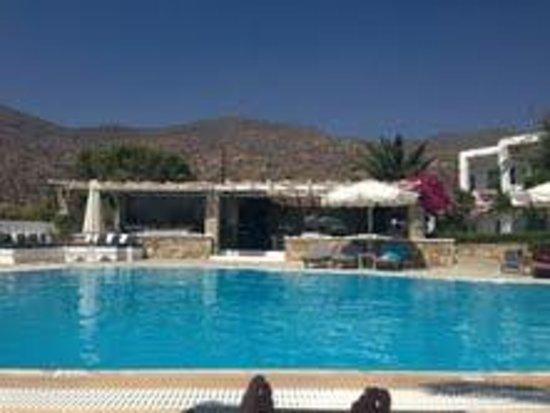 Dionysos Seaside Resort : Piscina/bar hotel Dionysos-Ios